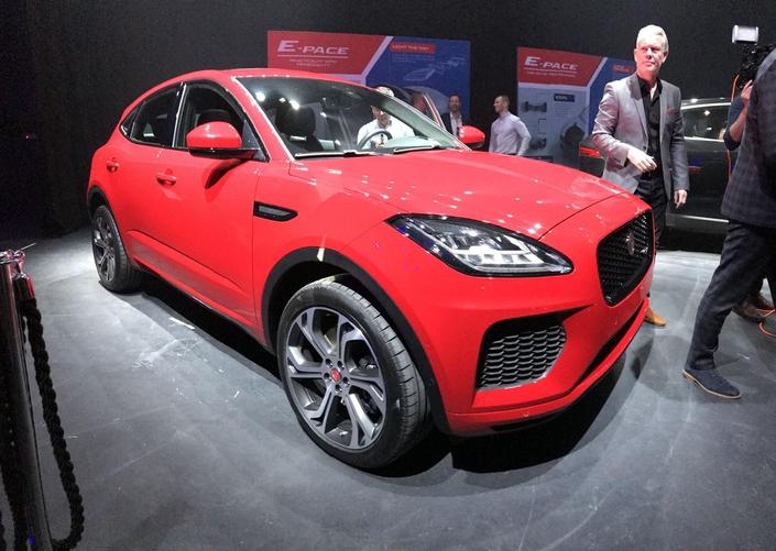 Jaguar E-Pace : les premières photos officielles et la vidéo en live de la présentation