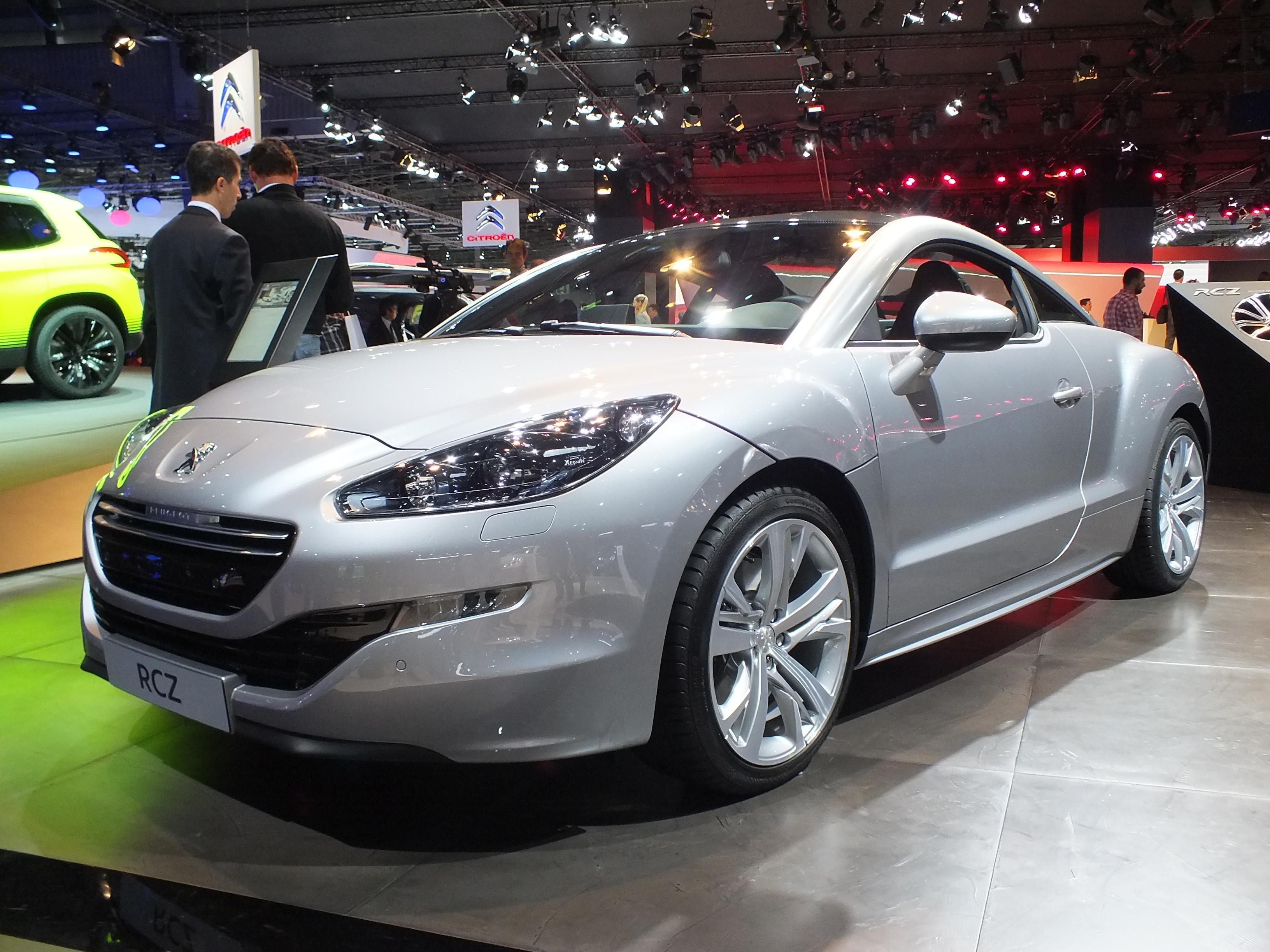 http://images.caradisiac.com/images/1/4/3/7/81437/S0-En-direct-du-Mondial-de-Paris-2012-Peugeot-RCZ-restyle-identite-de-marque-274103.jpg