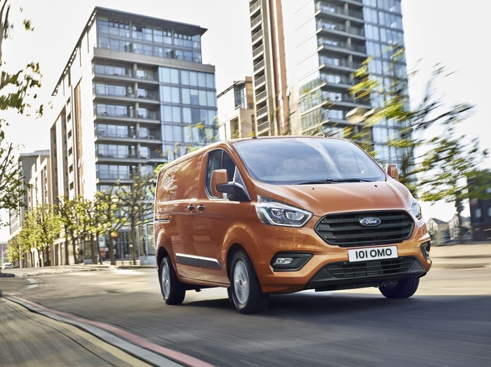 Ford: restylage pour les Tourneo Custom et Transit Custom