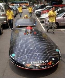 Un Suisse souhaite faire un tour du monde en voiture solaire