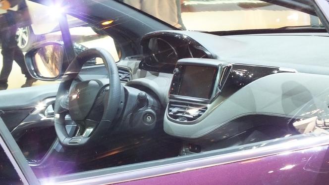 Vidéo en direct du Salon de Paris 2012 - Peugeot 208 XY, la DS3 de Peugeot