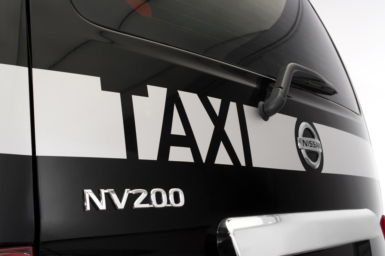 Super face ratée du nouveau taxi londonien de Nissan IH77