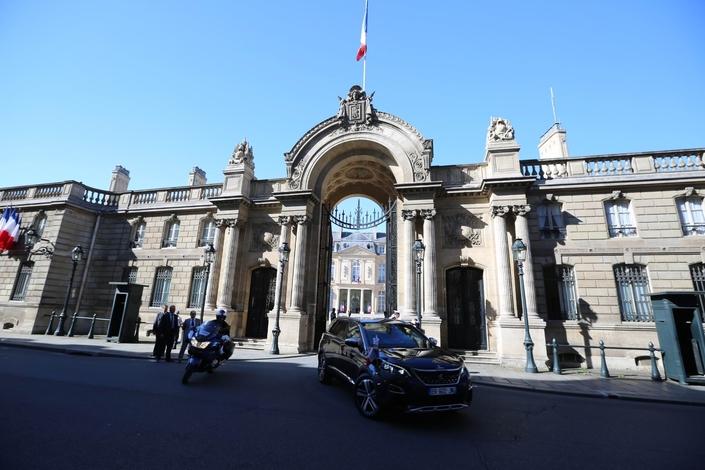 14juillet: Emmanuel Macron en Peugeot 5008