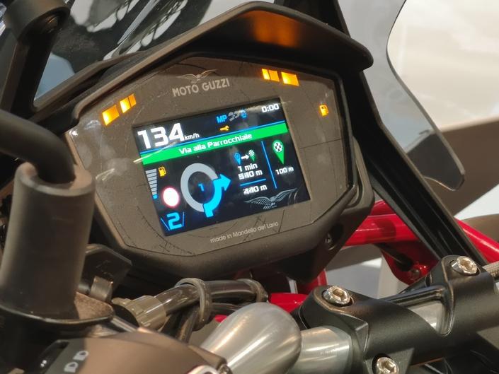 Moto Guzzi V85 TT - Ecrant instrumentation TFT couleur