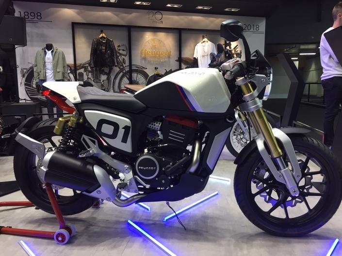 peugeot p2x retour remarqu en direct du mondial de la moto. Black Bedroom Furniture Sets. Home Design Ideas