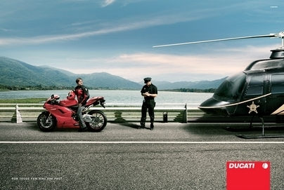 """Photo du jour : Pub Ducati 1098 """"même elle se fera arrêter."""""""