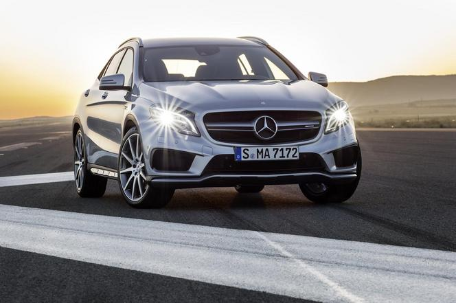 S1-Detroit-2014-Mercedes-GLA-45-AMG-310420