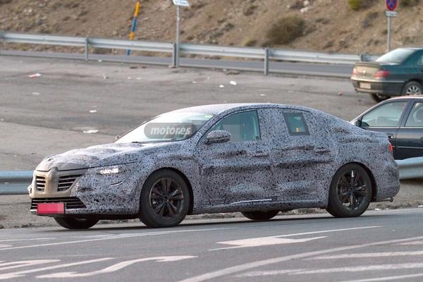 S7-Surprise-la-remplacante-de-la-Renault-Laguna-de-plus-pres-348333