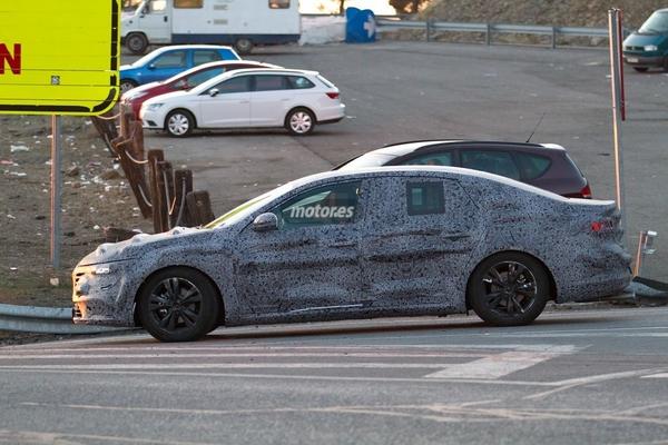 S7-Surprise-la-remplacante-de-la-Renault-Laguna-de-plus-pres-348336