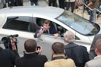 Arnaud Montebourg en Renault Zoé à l'Elysée