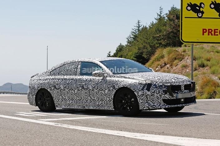 La prochaine 508 aura une silhouette inspirée des coupés quatre portes. (Photo AutoEvolution).