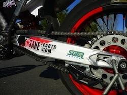 """KTM 350 SX-F Insane-parts: zoom sur la """"mob"""" de Decabooter"""