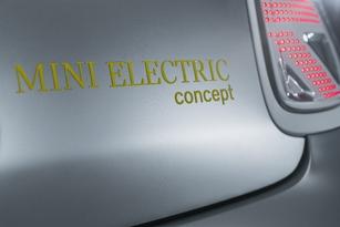 """Reprise du jaune flashy symbolisant selon Mini l'électricité pour le logo """"Mini Electric concept""""."""
