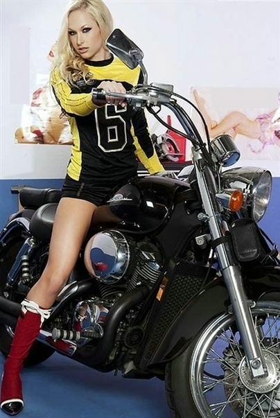Moto & Sexy : Lux Kassidy et une Honda Shadow