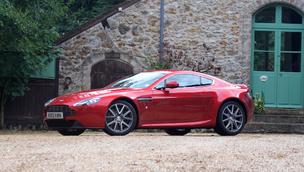 Essai vidéo - Aston Martin V8 Vantage : l'exclusivité (presque) accessible
