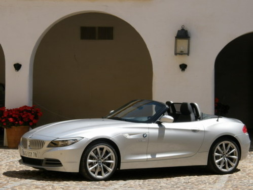 essai vid o bmw z4 moins sportif plus luxueux. Black Bedroom Furniture Sets. Home Design Ideas