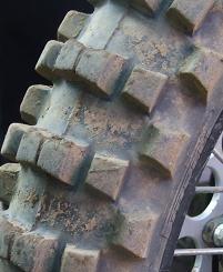 Question, sauriez-vous trouver d'où provient ce pauvre pneu ?