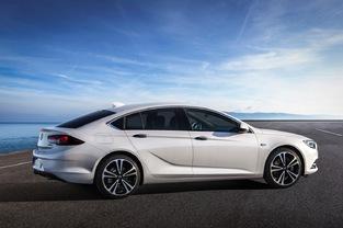 La silhouette de l'Insignia tend à se rapprocher de celle des coupés 5 portes, comme l'A5 Sportback.