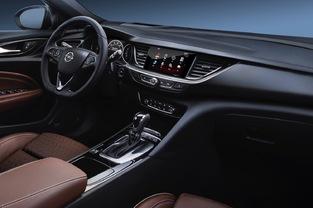 Opel a souhaité proposer un poste de pilotage davantage orienté vers le conducteur.
