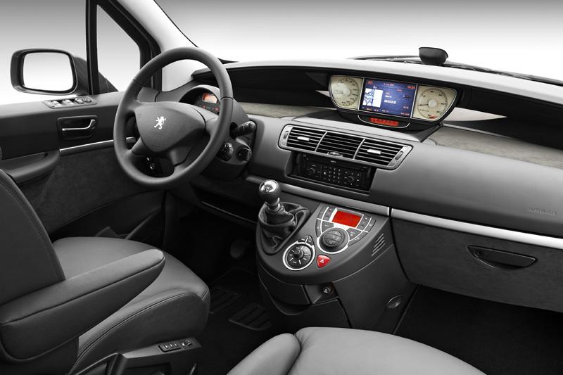 Peugeot 807 restyl nouveau diesel en haut de gamme for Peugeot 806 interieur