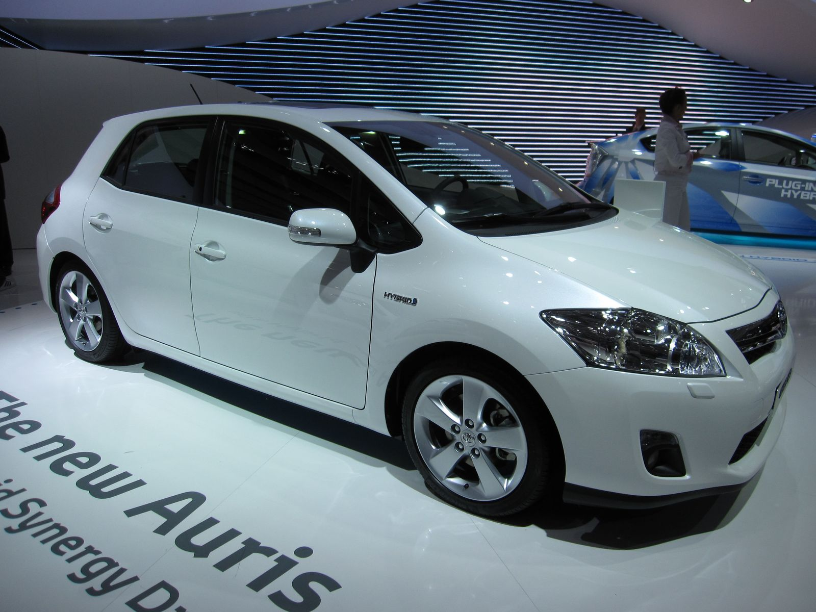 New Toyota Hybrids for 2016 & 2017 - Toyota Camry Hybrid