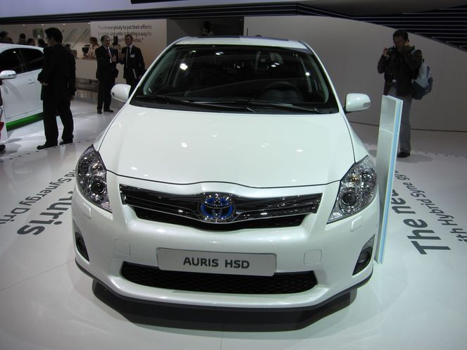 toyota auris hybrid synergy drive 2010. Black Bedroom Furniture Sets. Home Design Ideas