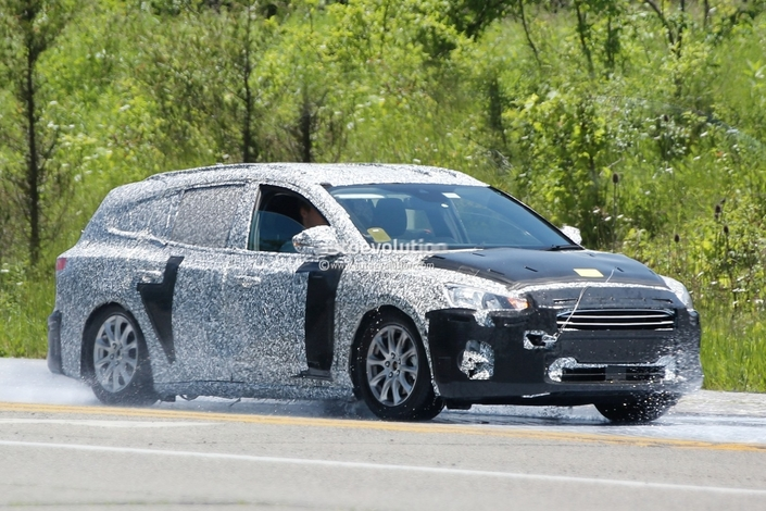 Le futur break Ford Focus prend la lumière