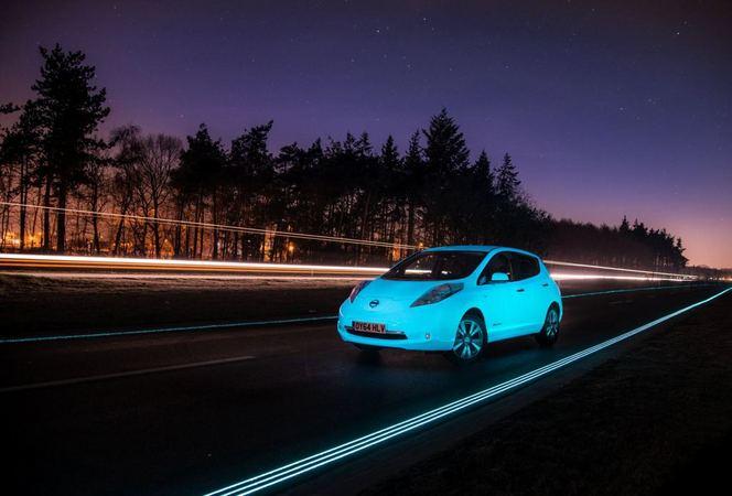 La Nissan Leaf phosphorescente rencontre une route ... phosphorescente (vidéo)