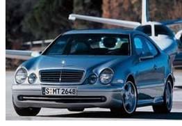 Véronica aime les Mercedes CLK Compressor