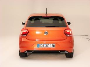 L'arrière est plus spécifique à la Polo, mais reste classique.