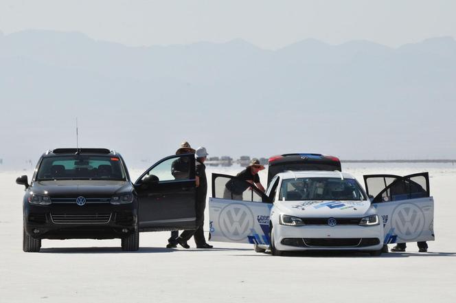 300 km/h en Volkswagen Jetta hybride... ou presque