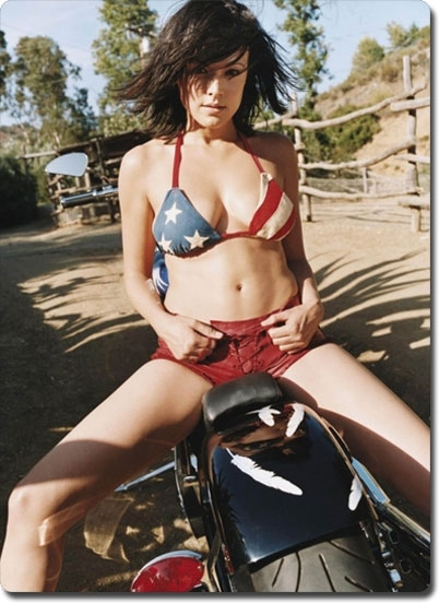 Moto & Sexy : Liz Vassey, photos sexy en bikini de la star des Experts