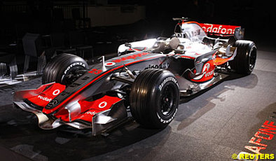 formule 1 mclaren une mp4 23 comme cadeau d 39 anniversaire. Black Bedroom Furniture Sets. Home Design Ideas
