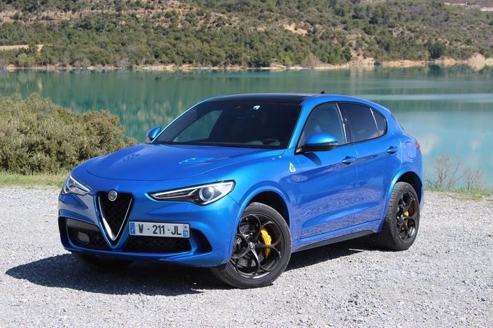 Le Stelvio est l'un des poids lourds du marché des SUV, et sa version Quadrifoglio, forte de 510 ch, fait parler la poudre.