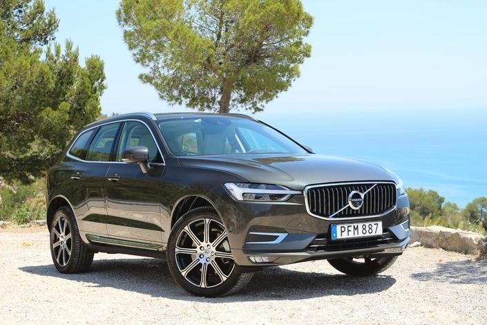Volvo aura été le premier constructeur à annoncer son retrait des grands rendez-vous internationaux. V60 et XC60 s'exposent donc…dans les show-rooms des concessions de la marque.