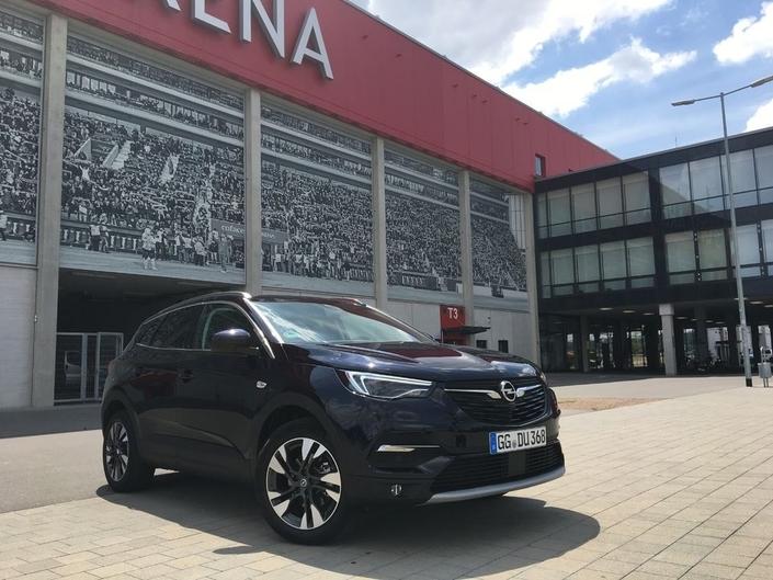 Bien qu'il soit maintenant dans le giron du groupe français PSA, Opel n'aura pas honoré de sa présence le rendez-vous parisien. Et tant pis pour ceux qui voulaient découvrir les SUV de la marque, Grandland X en tête (lequel partage sa plate-forme avec les Peugeot 3008/5008).