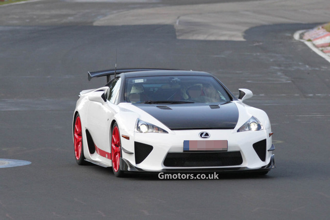 Surprise : la Lexus LFA AD-X attaque la Nordschleife