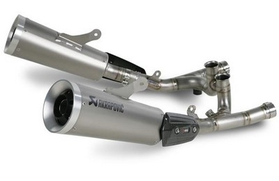 Akrapovic est le premier à faire muer la Yamaha V-Max.