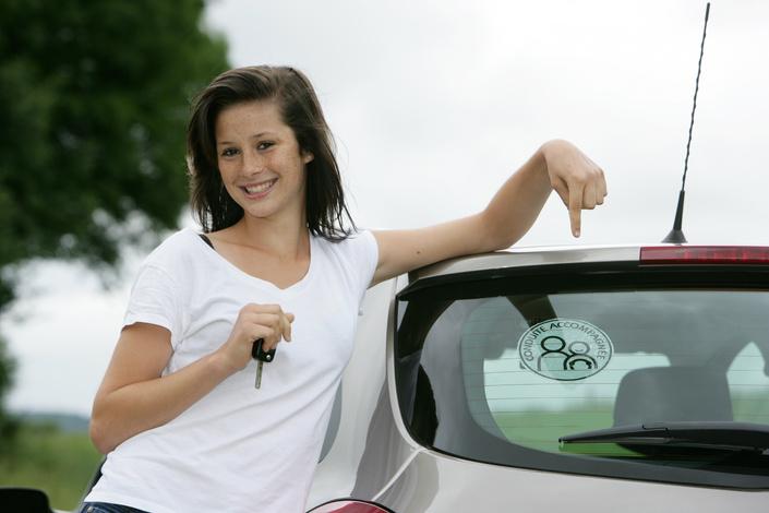 Comment assurer un jeune en conduite accompagnée ? Quels avantages ?