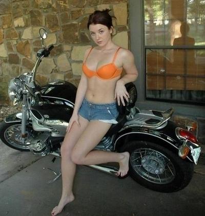 Moto & Sexy : Heidi nous présente sa BMW ...