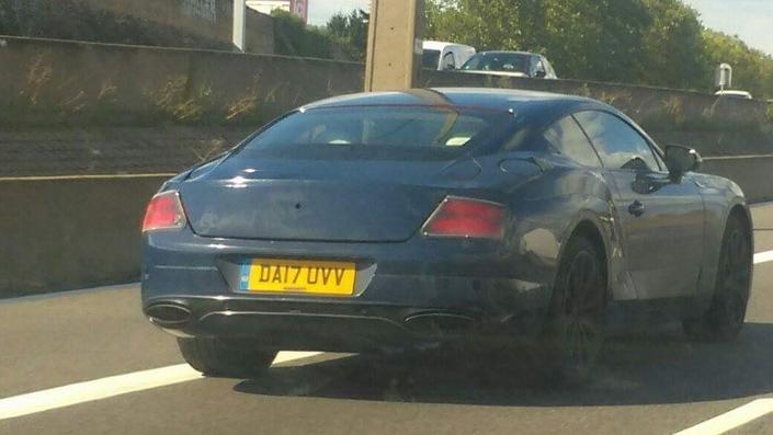 Surprise : le nouveau coupé Bentley sur la route