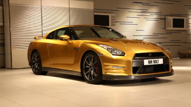 Usain Bolt en or avec une Nissan GT-R