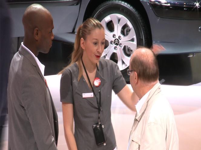 Reportage vidéo - La drôle de vie d'une hôtesse sur le stand Citroën