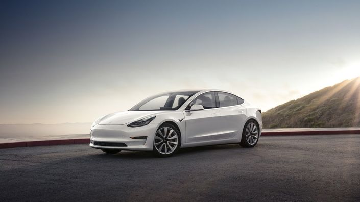 Tesla dévoile la Model 3 de série, 350 km d'autonomie en version de base