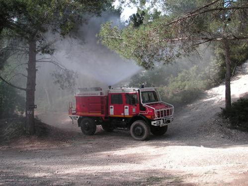 Essai vid o a bord d 39 un camion de pompiers avec les mercedes unimog - Vente camion pompier ...