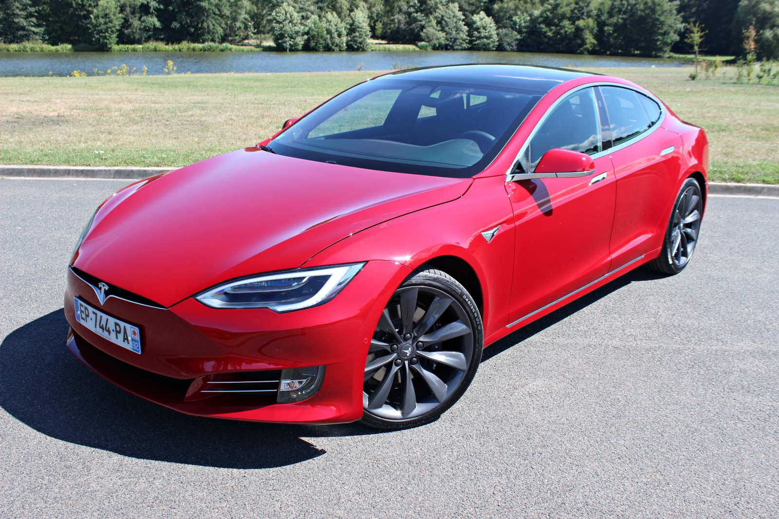 essai tesla model s 100d championne du monde. Black Bedroom Furniture Sets. Home Design Ideas
