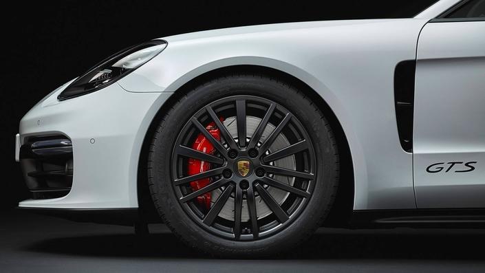 Porsche unveils the new Panamera GTS