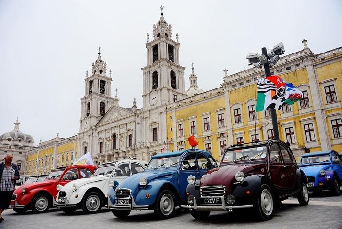 Citroën : la 2CV en rassemblement national et mondial