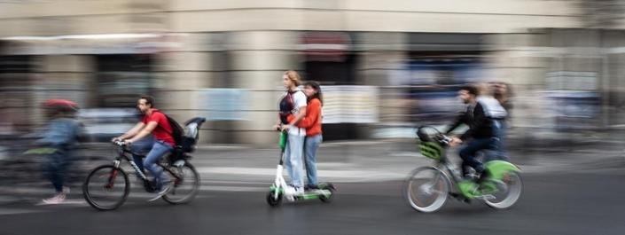 Rappel utile: 35 € d'amende si vous transportez un passager sur une trottinette, et 135 € si vous circulez sur un trottoir sans y être autorisé.