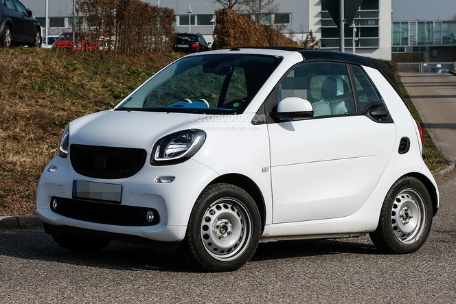 Surprise : la future Smart fortwo cabriolet prend l'air avant l'été